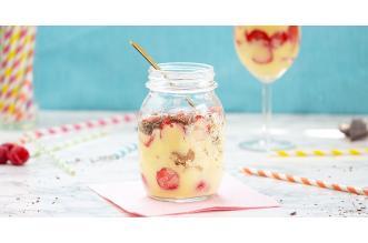 Banaan trifle met aardbeien