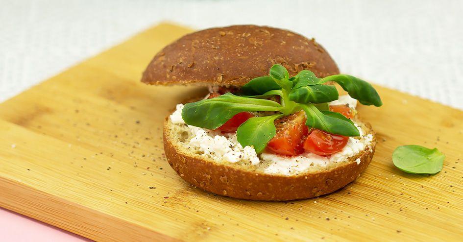 Protoburger met hüttenkäse en tomaat | Protiplan